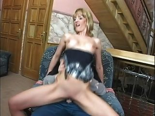 reife Frau mit jüngeren Mann