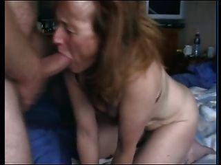 Oma saugt Hahn und Gags