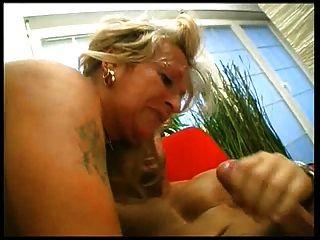 sexy Oma fickt junge Kerle 2 passen