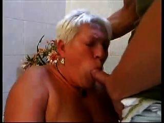 blond grannie r20