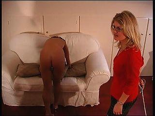 britische Damen den Rohrstock gegeben