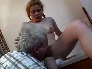 alte Männer und Mädchen haarige