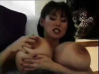 schöne asiatische Brüste