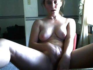 Mädchen spielt auf Cam und Cums hart mit ihrem Vibe Dildo