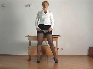 Kirsty blau - im Büro studieren