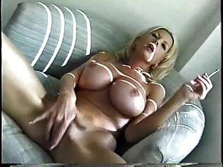 sexy blonde Milf Rauchen