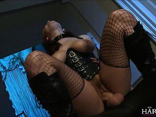 harmonyvision big ass Babe verlangt einen schwarzen Schwanz in den Arsch