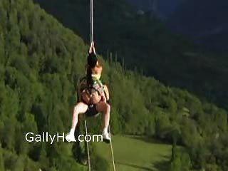 Sex auf einem Seil !!! nicht zu fassen!!! Schau dir das an!!!