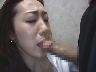 japanische Dame im Aufzug 3