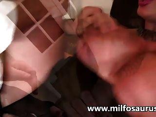 große Titten MILF wird gefickt und im Büro Rahmspinat