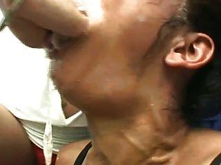 Lesben Mund für Slave-Fisting