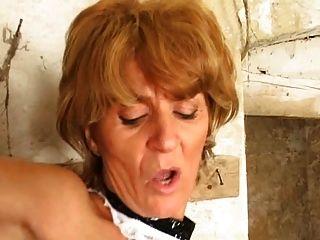 Keller reifen Dieb in den Arsch gepeitscht