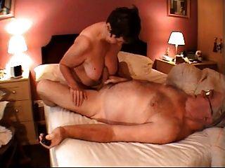 Oma Handjob Massage
