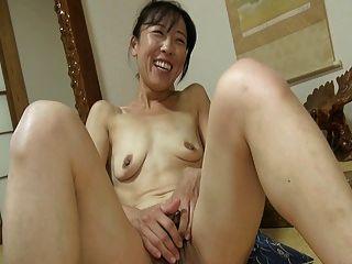 japanisches Mädchen, das große Kitzler 1