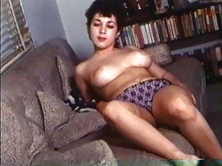 retro hübsche Frauen mit natürlichen riesigen Titten!