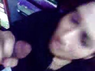 Arabisches Mädchen aus Bahrein Saugen Hahn und zeigt Titten in einem Geschäft