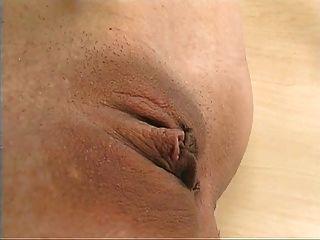Riesendildo fickt heiße ältere Frau tief