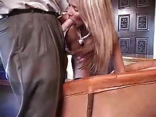 sexy Amateur Frau mit Schwanz spielen