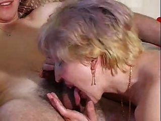 Milf extrahiert liebevoll junge cum