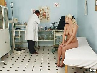 vollbusige alexa fett Gyno Prüfung und Titten Bondage bei verworren Klinik
