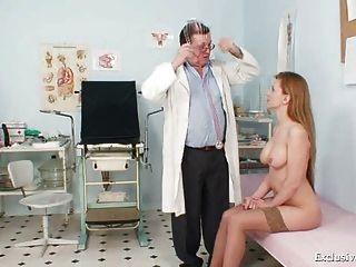 Viktorie behaarte Muschi gyno an der Klinik klaffende Prüfung