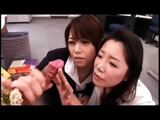 Japanische Mädchen spielen w. cum Dildo Schießen