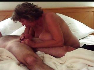 big tits reifen deepthroats und Handjobs