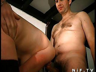 haarigen Französisch Milf bekommt in 3some anal gefickt und facialized