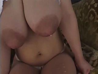 Asiatische Mädchen Titten bereit zu explodieren