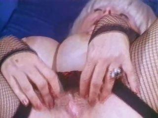 Großbusig Oma Süßigkeiten Proben masturbiert