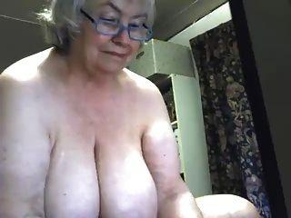 eine schöne fette Oma squirts