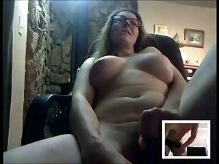 sexy reife masturbiert für jemand auf cam