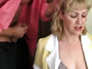 Mutter ihren Arsch geben, um ihren Sohn nicht