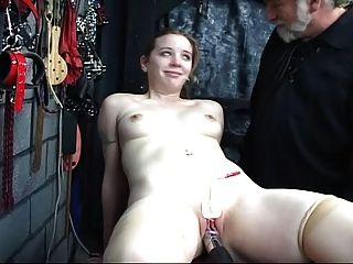 ein nettes Mädchen braucht Training zu 3