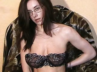 tamara Strippen und 2 Masturbieren