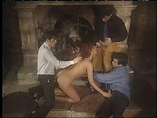 italienische Babe Double Penetration Gruppensex genießen !!