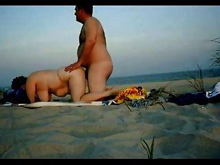 mollig Paar Sex am Strand haben