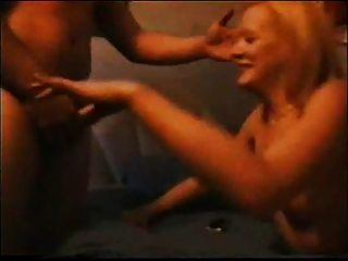 Schlampe Frau ehrfürchtiges groupsexparty Hubby Filme 1
