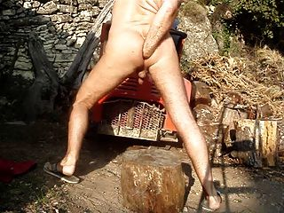 Raupe Dildo in meinen Arsch auf einem Bauhof Fisting