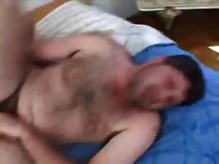 hung latino Bär barebacks sein Kumpel