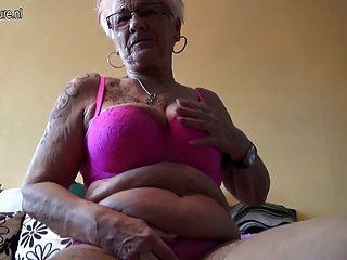 sehr alte Deutsch Oma und ihre schlaffe Titten