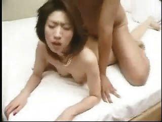 Asiatinnen Milf Doggystyle mit Körper abspritzen gefickt