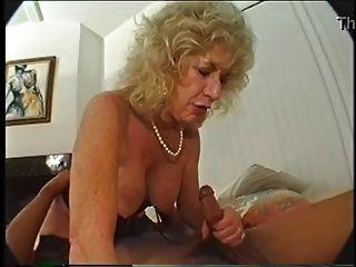 haarige Oma liebt Dildo und bbc