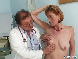 noble alte Dame mila braucht Gyno Klinik Prüfung