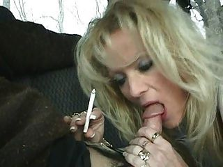 hot blonde Milf staci Rauchen bj