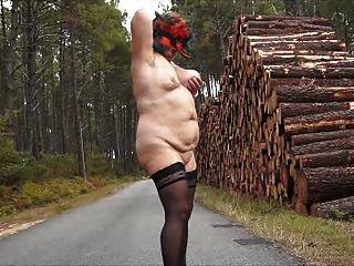 brenda - nackt auf der Straße