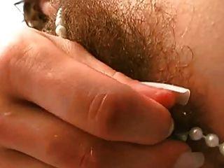 haarige Muschi und Perlen