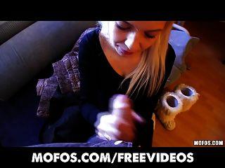 Platin blonde tschechische Mädchen in der Straße abgeholt