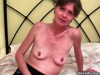 haarige Oma vikki bekommt ihre pelzigen Loch gefingert
