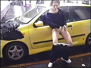 ex gf auf einem öffentlichen Parkplatz